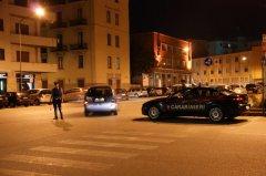 Pattuglia dei carabinieri durante dei controlli notturni