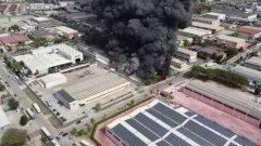 Caserta. Incendio in due fabbriche nella zona industriale di Carinaro