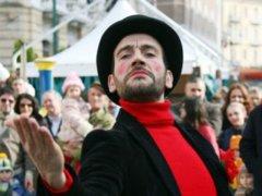 Peppe Fonzo (Magnifico Visbaal Teatro) durante uno spettacolo teatrale