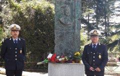 Benevento, Polizia Municipale - Omaggio alla Stele in ricordo di Raffaele Delcogliano e Aldo Iermano
